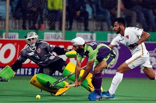 HIL: Skipper Fuchs' late goal guides Mumbai to 3-2 win over Delhi