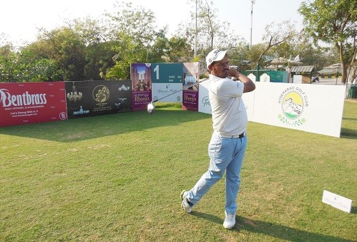 Sameer Shaikh flies high with flawless 63, takes round one lead at Golconda Masters