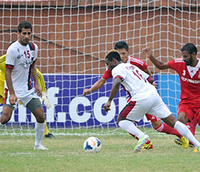 Mohun Bagan Sony Norde dribbles past defenders