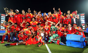 Ranchi-Rhinos-team-after-winning-the-final-against-Delhi-Waveriders
